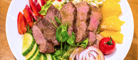 red-angus-signature-salad